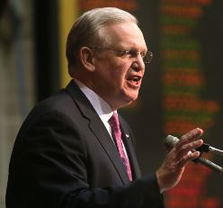 Missouri Governor Jay Nixon's veto of the Republican anti-worker right-to-work legislation was upheld with bipartisan support.